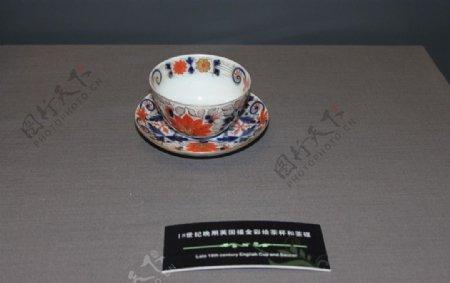 18世纪晚期英国描金彩绘茶杯茶壶图片