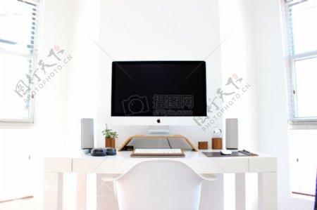 白色的iMac已关闭
