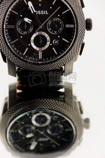 精致的黑色腕表