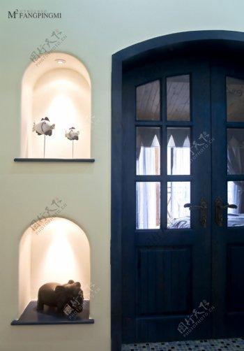 田园风格蓝色拱形门客厅室内装修效果图