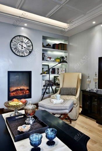 现代客厅蓝色背景墙室内装修效果图