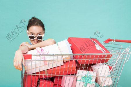 炫彩时尚购物产品展示pr图文模板
