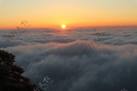 黄山冬日日出霞光