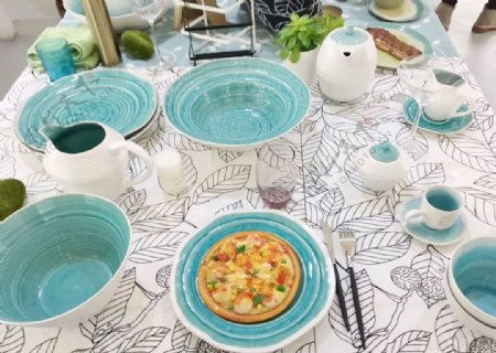 天蓝色餐具