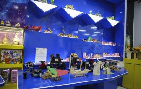 益智玩具店内部卖场玩具店图片