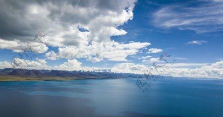 大海天空白云风景海水图片