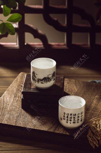 白酒酒杯瓷杯背景海报素材图片