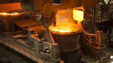 炼钢工厂厂房铁水背景海报素材图片
