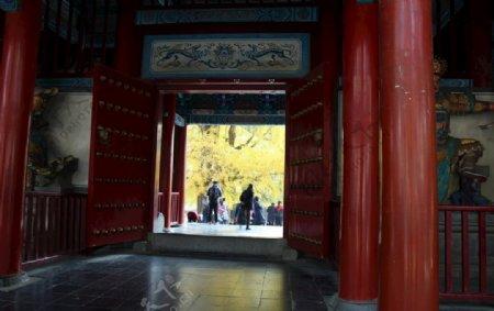 少林天王殿大门内侧图片