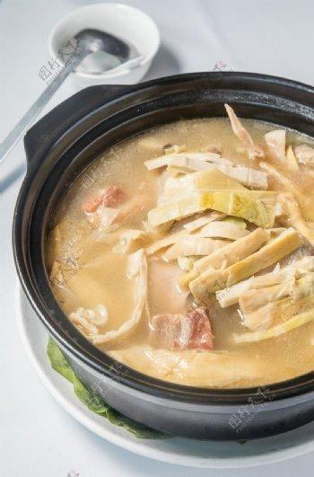 竹笋土煲鸡图片