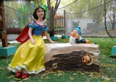 白雪公主小矮人雕塑图片