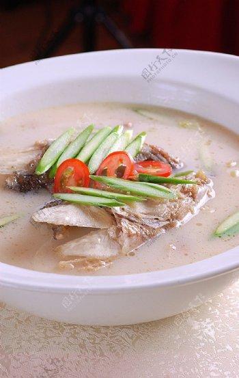 芦笋鱼头汤图片