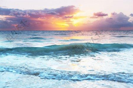 美丽的彩色日落海边适合壁纸背景图片