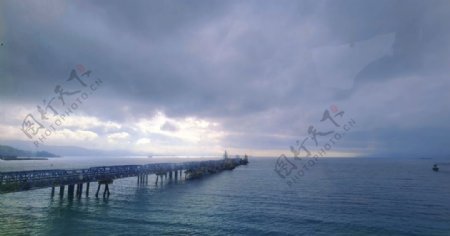 大海与桥图片