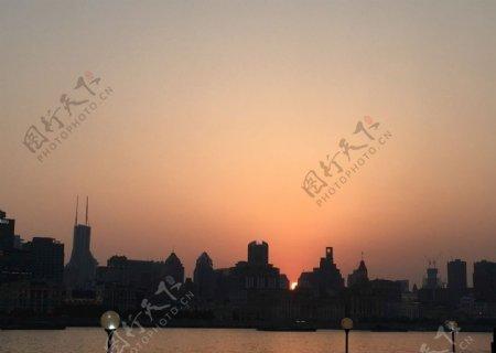 夕阳下的黄浦江图片