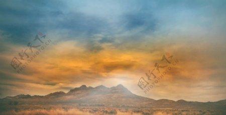 山脉草原图片