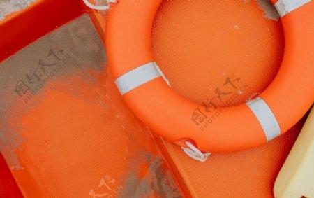 橙色救生圈图片